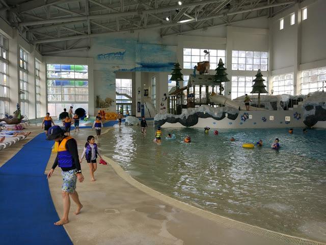 Wellenbad Korean Style: Ab 1 Meter Wassertiefe ist eine Schwimmweste Pflicht!