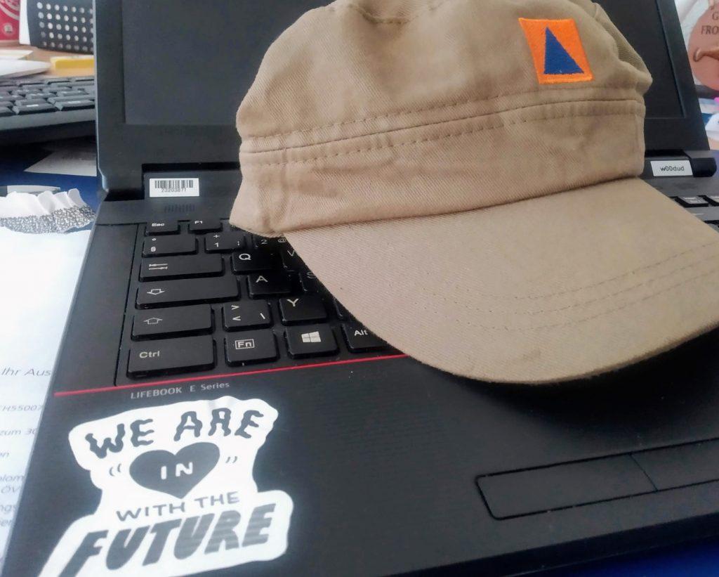 Zivilschutz Tächlichape auf Tastatur - Digitalisierung im Zivilschutz durch Corona